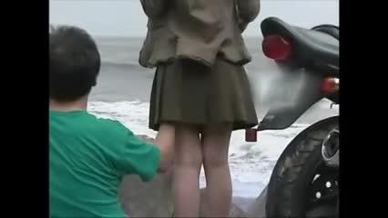 中年の熟女が外で露出セックス!開放感に包まれながら立ちバックでガンガンハメ...