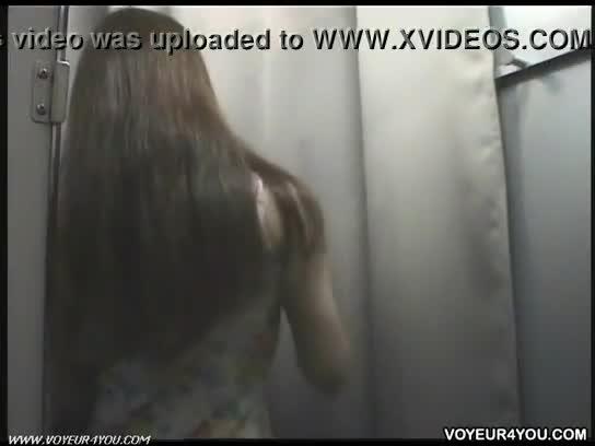 【着替え盗撮動画】ニューハーフっぽい素人お姉様がご自慢の美乳オッパイにヌーブラを試着装備してる映像発見w