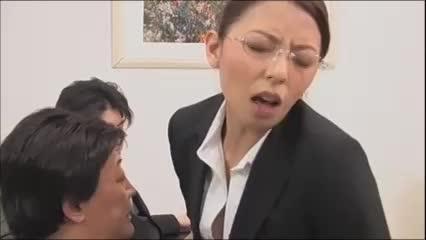 村上涼子 この世の肉棒は全て私のモノ…オフィスで若い社員たちと乱交セ...
