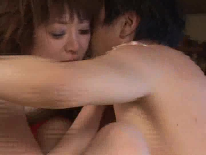 激しいセックス中に泣き絶叫失神した美女にザーメン中出し!