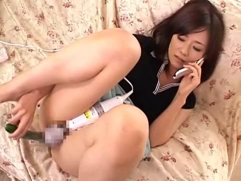 性欲を抑えられない熟女がテレフォンセックスで乱れる。