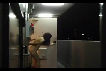 (個人撮影)奥さんと自宅マンションのベランダで露出ファック撮影!